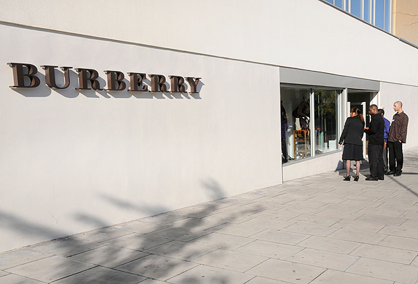 Burberry_outlet_BTATY7(H)-7a3a6636-2ab6-4024-95f8-a488dee90489-0-605x412